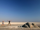 Hampelmann in der Salzpfanne - Makgadikgadi