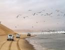 Rechts Atlantik, links Dünen - Sandwich Harbour